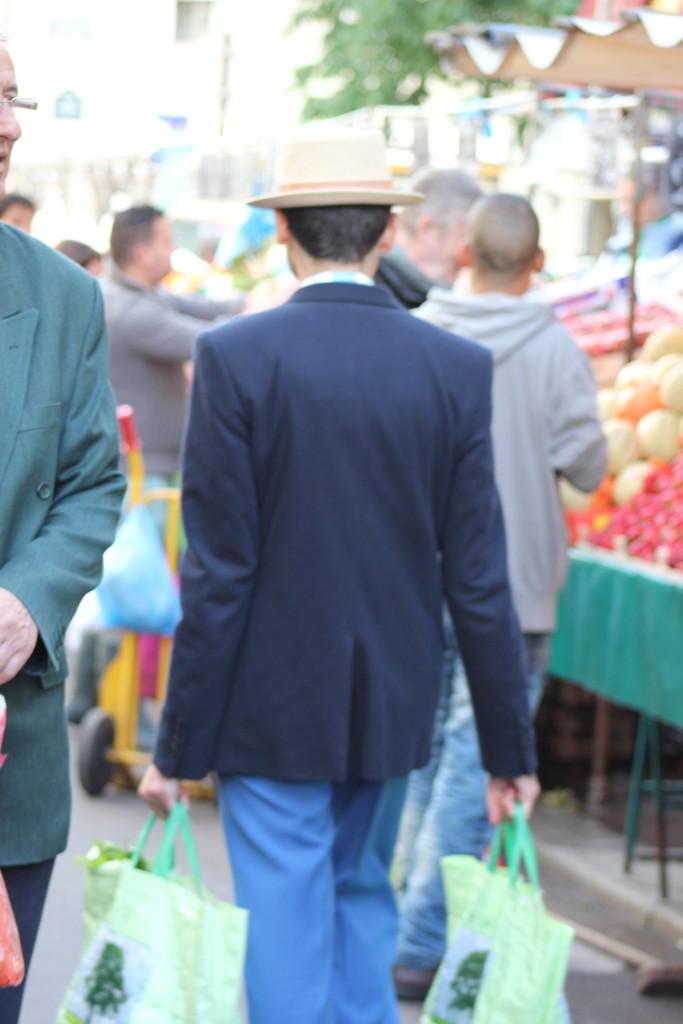 ..ja vihannesostokset viereiseltä torilta... et le légumes du marché d'Aligre. Paris L I L O U ' s #lilous helsinkiläinen lifestyleblogi blogeuse finlandaise Kaisa Pohjanvirta #mode #Helsinki @KPohjanvirta