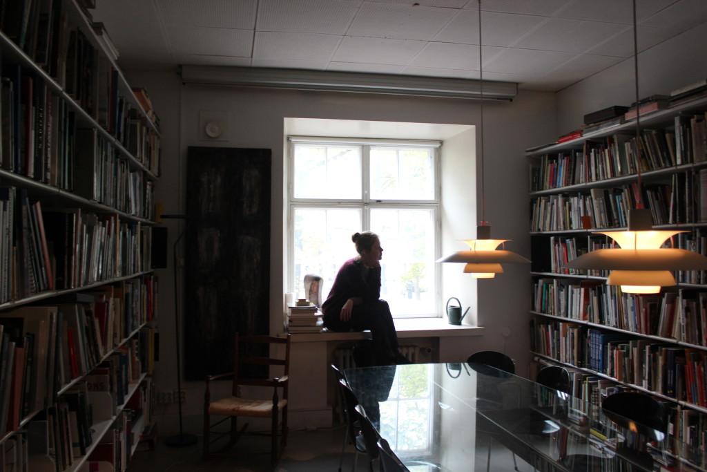 """Laura Juslin: """"En ole koskaan suunnitellut mitään mustaa"""" #lilous Cartier-Bresson Finnish National Gallery L I L O U ' s #lilous helsinkiläinen lifestyleblogi blogeuse finlandaise Kaisa Pohjanvirta #mode #Helsinki @KPohjanvirta #juslinmaunula"""