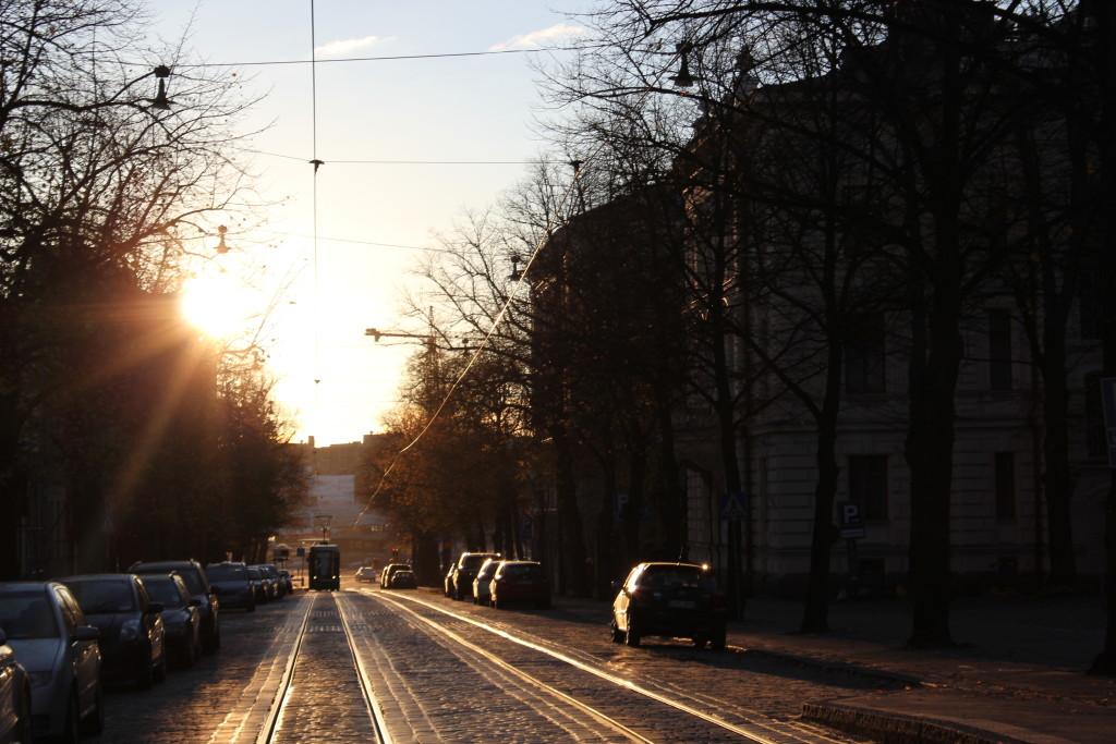Oodi Bulevardille #lilous iltakävelyllä #lilous Cartier-Bresson Finnish National Gallery L I L O U ' s #lilous helsinkiläinen lifestyleblogi blogeuse finlandaise Kaisa Pohjanvirta #mode #Helsinki @KPohjanvirta