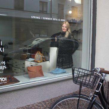 """Kenkäsuunnittelija Terhi Pölkki: """"On minun tehtäväni päättää, että tuote tehdään ekologisesti."""""""