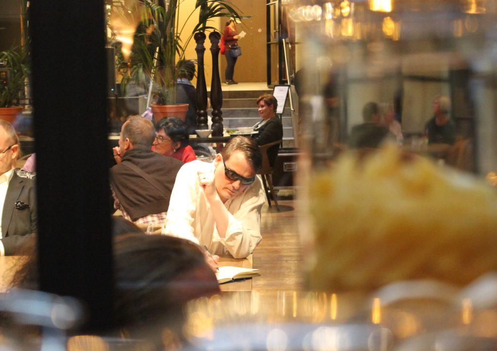 """Kortteliravintola Gimis Radisson Blu Seaside: """"Jos tehdään, niin tehdään kunnolla"""" L I L O U ' s #lilous helsinkiläinen lifestyleblogi Kaisa Pohjanvirta blogeuse finlandaise @KPohjanvirta #bistroGimis #SeasideBlu RadissonBluSeaside Roni Huttunen Meri Blomqvist #visitHelsinki #gimis #bistrogimis"""