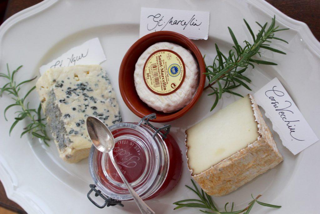 Kun juhlitaan.. L I L O U ' s #lilous lifestyleblogi #Helsinki Kaisa Pohjanvirta #ruoka #juustot #Wanhakauppahalli #juustokauppa