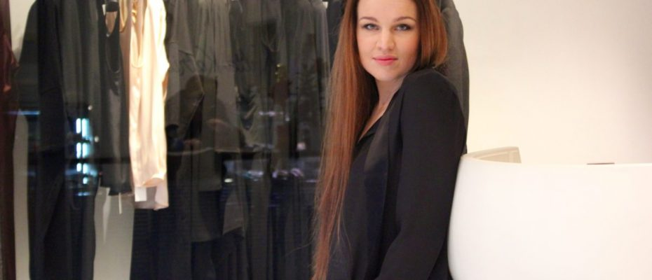 """Vaatesuunnittelija Katri Niskanen: """"Pohjois-Savon rauha ja hiljaisuus inspiraation lähteinä"""" L I L O U 's #lilous lifestyleblogi Kaisa Pohjanvirta blogeuse finlandaise #katriniskanen #finnishdesign muotisuunnittelu parhaat suomalaismerkit #linnanjuhlat parhaat suomalaissuunnittelijat"""