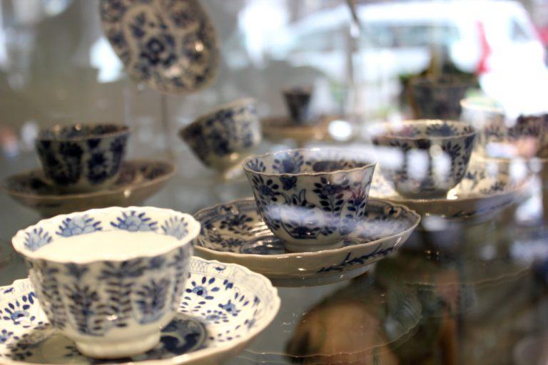 Kiehtova itämaisen antiikin liike L I L O U ' s #lilous lifestyleblog Kaisa Pohjanvirta #antikwest #lilous Kapteeninkatu 9 antiikkiliike antiikkikortteli kiinalainen antiikki japanilainen antiikki