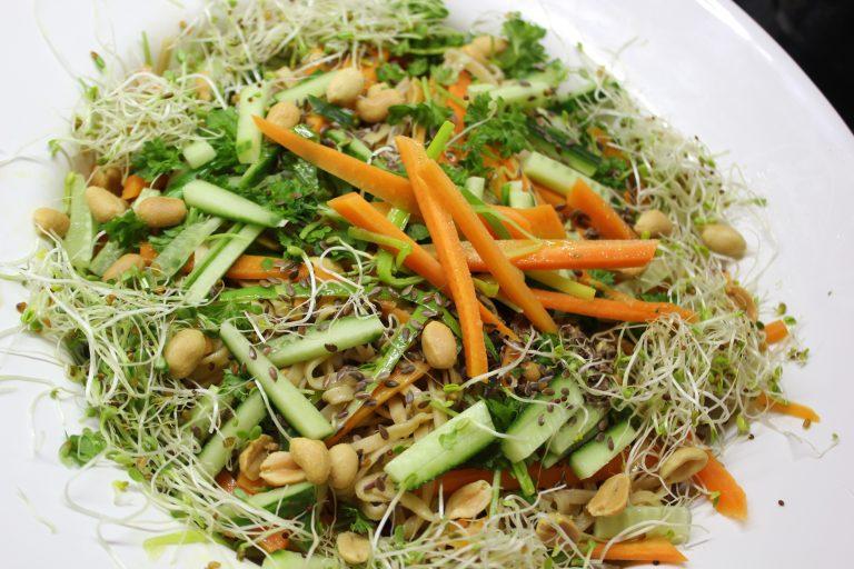 Arjen ruokaa ja iloja L I L O U ' s #lilous lifestyleblog Kaisa Pohjanvirta #nuudelisalaatti #vegeruoka #couscous #burger #ruoka