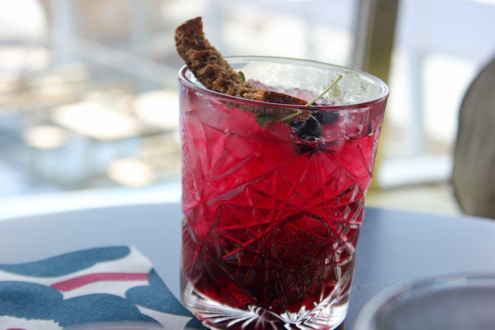 Skål mocktaililla! L I L O U ' s #lilous lifestyle Kaisa Pohjanvirta #siljasymphony @cocktailsommelier #mocktail #blueberry Syrup #Cranberry #juhannus #midsummer