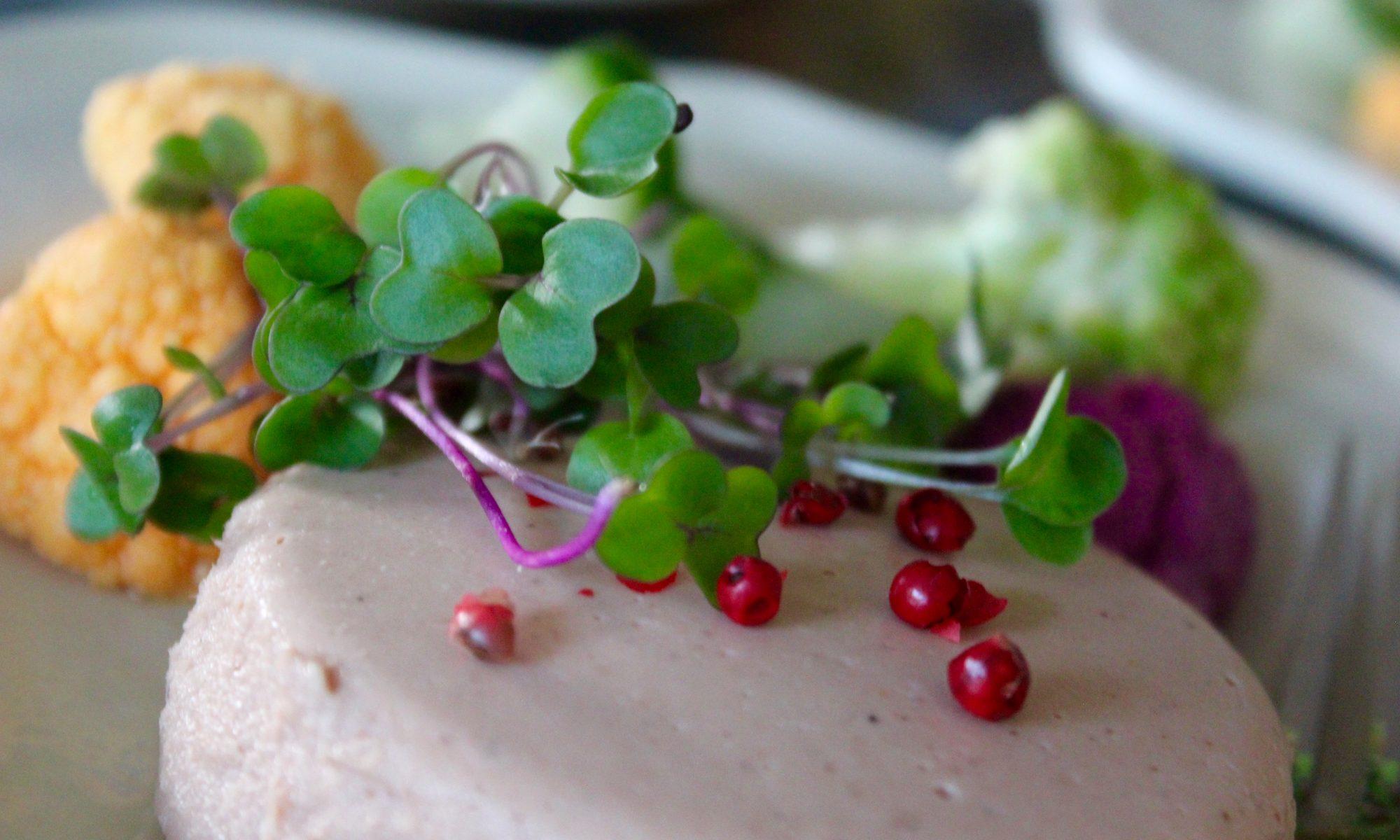 """""""Tää on nyt vaan tällasta"""" L I L O U 's #lilous lifestyle savusilakkapaté #tenonluonnontuote #pinoafoods #kotikeittiö #macuisine #food paté de hareng de la Baltique fumé"""